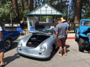 Visitors check out the Silver RW Speedster (Big Bear Fun Run 2016)